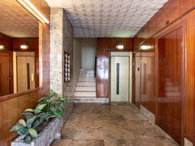 Entrada edificio Piso de 4 Habitaciones en Reus